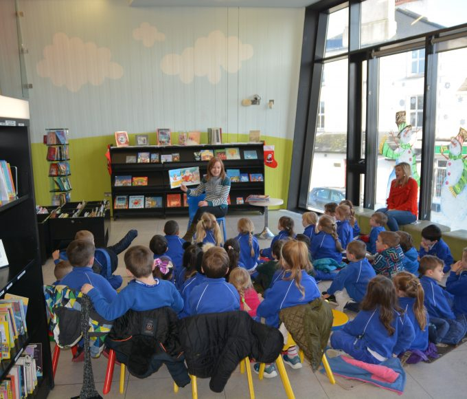 Thurles: Christmas Storytime With Scoil Angela Primary School